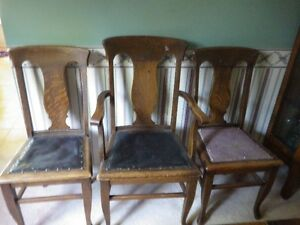 oak dining rooms chairs $25 each or 3 for $60