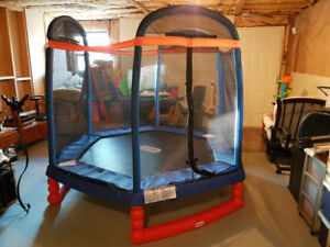 Little Tikes 7' Trampoline with Enclosure