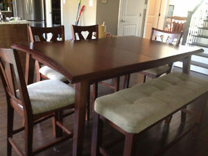 Beautiful Cherry Wood Table and Chairs (ONLY USED FOR 1 YEAR)