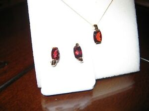 10 carat yellow gold and genuine garnet pendent and earring set