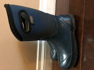 BOGS Boys Winter Boots $40  Size 4