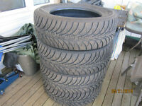Set Of 4 Good Year Winter Tires Size 235 60 R 18 Inch