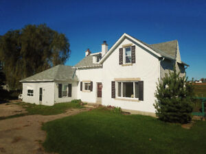 BERFORD LAKE ~ LOVELY 3.99 ACRE COUNTRY HOME!