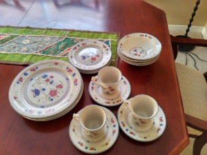 Stoneware Dining set with free Microwave Rice cooker.