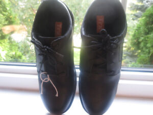 """WORK SHOES: Non Skid """"TRX Brand"""" Workplace Suitable"""