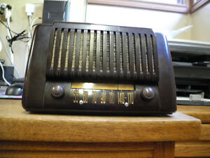 Early Sears Bakelite table radio