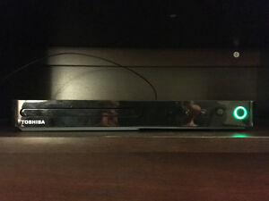 TOSHIBA BLU-RAY/DVD Player (NETFLIX)