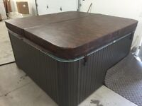 HOT TUB Calspa 84X84  21Jets with lounger