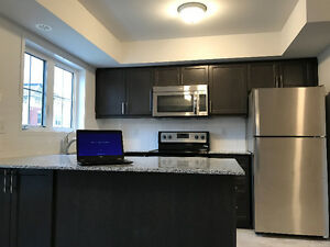 New condo townhouse with 2 heated parkings for rent