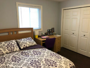 Bedroom for Rent Jan 1 minutes from St. Lawrence College, Queens