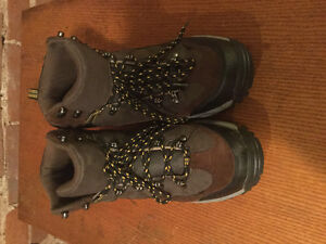 Merona Men's hiking boots size 10.5