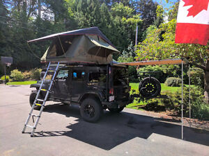 Jeep Wranglers w/ rooftop tents and tailgate kitchens for rent!