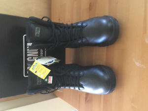 Magnum Stealth Force 8.0 CT CP CSA Safety boots