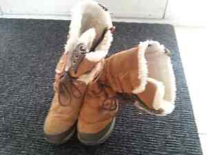 Ladies Size 7.5 Wind River Winter Boots