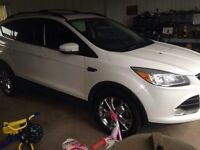 2013 Ford Escape sel. Mint.   Fully loaded. AWD