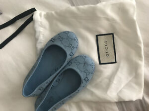 Gucci rubber girls shoes in size 8-9 kids