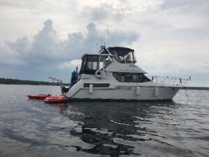 355 Carver - LOA 41' freshwater boat in excellent shape