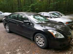 2011 Nissan Altima S. c/w summer and winter Michelin Xi3 tires