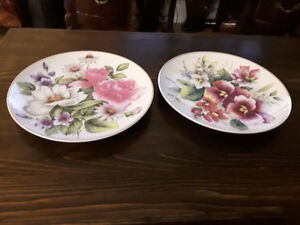 FINE PORCELAIN DECORATIVE PLATE (S)  - SUMMERTIME COLLECTION