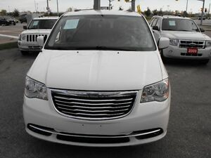 2012 TOWN & COUNTRY  LOADED  PENTASTAR V6   READY TO TRAVEL... Windsor Region Ontario image 2