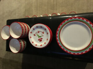 Oneida Christmas Friends dish set