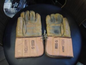 Old Pair of Vintage Hockey Gloves Great Condition from 50's