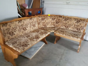 Table corner bench