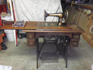 Singer (Sphinx) Treadle 5-drawer Sewing Machine (circa 1900).