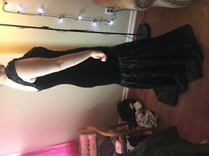 Black Velvet Prom Dress: Size 16
