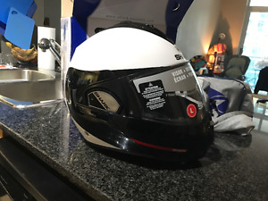 BRAND NEW Helmet Shark evoline series3 Hakka