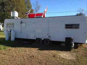 Food Trailer, superb condition. Has all appliances + soft serve London Ontario image 2