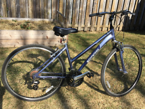 Ladies Schwinn 21 speed 700C  Hybrid Bike-excellent condition