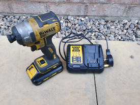 Dewalt 18v brushless impact driver 3.0mah battery and charger