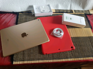 iPad Air 2 Gold 16g  Excellent condition