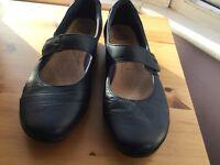Clarks Blues leather ladies shoes Size 5.5 E fit