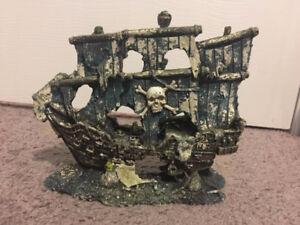 Pirate ship (fish/ aquarium decor)
