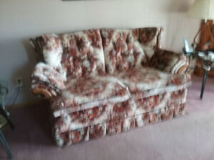 LOVE SEAT FOR FREE