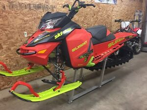 2016 SKIDOO SUMMIT X 163 T3.