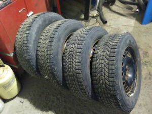 Firestone Winterforce 215-70r16