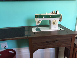 Singer Heavy Duty Sewing Machine with Table
