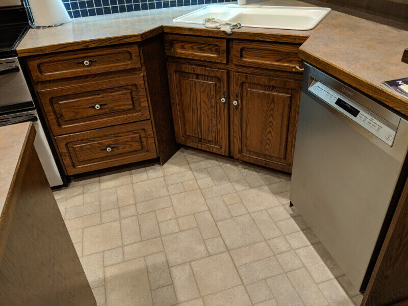 Solid Oak used kitchen cabinets.....maple lined   Cabinets ...