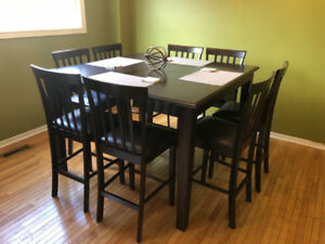 Beautiful Wooden Dinner Dining Table with High-seating Chairs