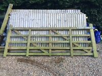 Jackson Fencing 3m 5 bar gate in VGC with fitting kit.