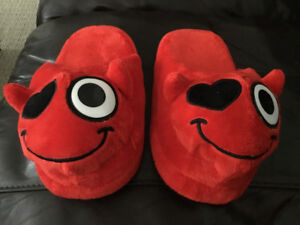 Emoji Slippers.  Devil with Heart Eye.   Boys size 5-6.  *New*.