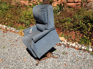 Power Lift Recliner. FREE DELIVERY in Port Alberni