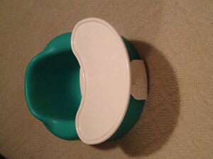 **BUMBO SEAT AND FEEDING TRAY~PERFECT CONDITION**