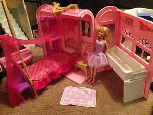 Barbie fold out playset Kitchener / Waterloo Kitchener Area image 1