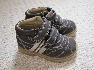 Boys hightop shoes - size 9