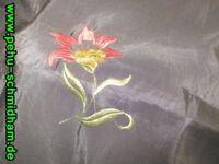 Stoff, schwarz, glänzend, bestickt, rote Blumen Bayern - Traunstein Vorschau