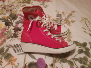 """Converse Red and White Sneakers with 1"""" heel  size 6 US"""